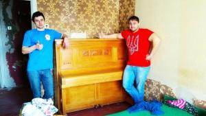 Фото перенесення старовинного піаніно