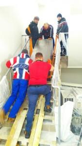 Спуск сейфу по сходам