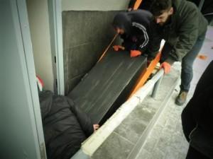 як спустити сейф по сходам